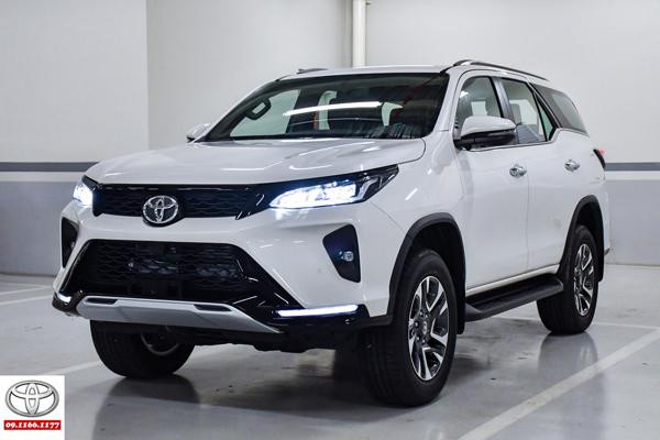 Cận cảnh Toyota Fortuner Legender 2.4 AT 4x2 giá 1,2 tỷ đồng